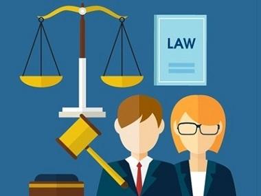 Due figura di uomo e donna con elementi che richiamano la giustizia